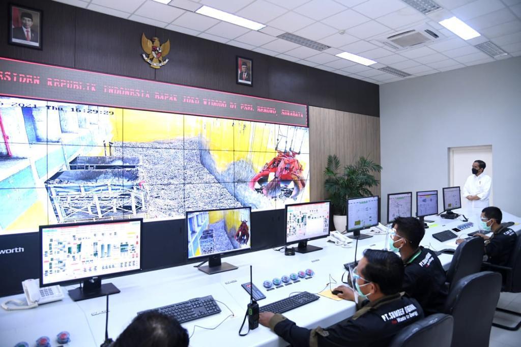 Payung hukumnya sudah ada, Perpres 35/2018. Selain Kota Surabaya, ada 11 kota lain yang ditunjuk dalam Perpres ini. Yakni, DKI Jakarta, Tangerang, Tangerang Selatan, Bekasi, Bandung, Semarang, Surakarta, Makassar, Denpasar, Palembang, dan Manado.