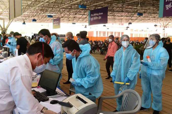 India sees record COVID-19 rise -- 412,000 new cases in single day Photo