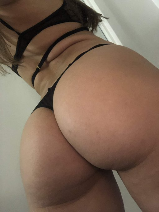 Follow my butt to my premium snapchat.  It's FREE to try.  Click here https://t.co/KEVbaRRt9c https://t