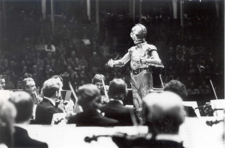 RT @weird_hist: C3PO conducting the London Symphony Orchestra playing Star Wars at Albert Hall, 1978. https://t.co/RLFJrVxVod