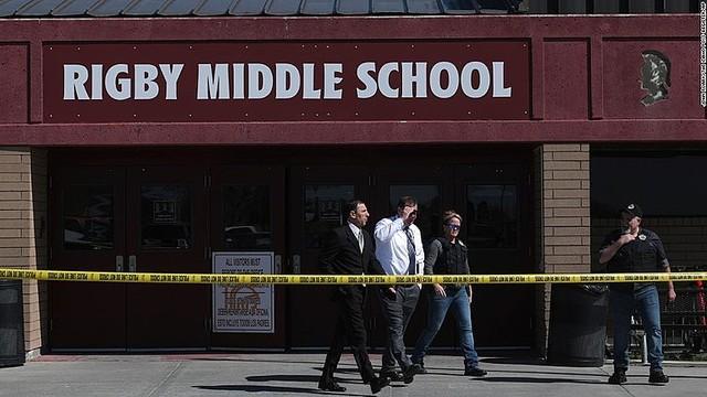 test ツイッターメディア -【命に別条なし】6年生女児が学校で発砲、子ども2人と大人1人が負傷 米https://t.co/FC8JBcNMQ7容疑者は6年生の女子児童で、リュックから拳銃を抜いて廊下で発砲。教員が児童から銃を取り上げて発砲を終わらせたという。 https://t.co/0Au8G5Ns49