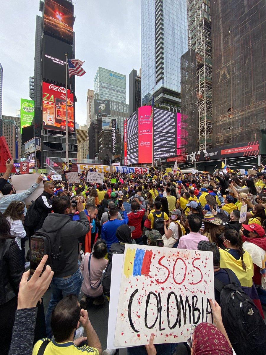 RT @JCine: Times Square #SOSColombiaDDHH https://t.co/eDxyO7aTEI