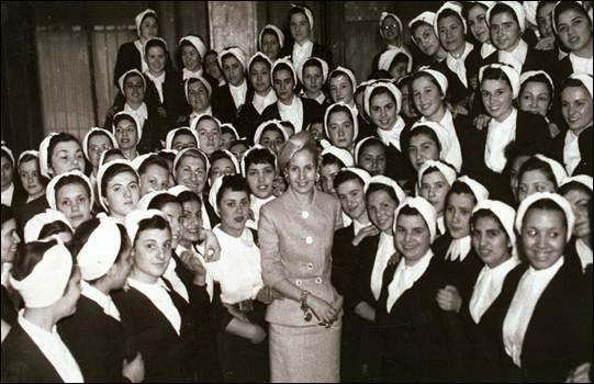 Hoy recordamos el nacimiento de #Evita   Abanderada de los humildes, ejemplo de militancia y compromiso con el Pueblo.  #EvitaEterna #EvitaCumple 🇦🇷✌️♥️