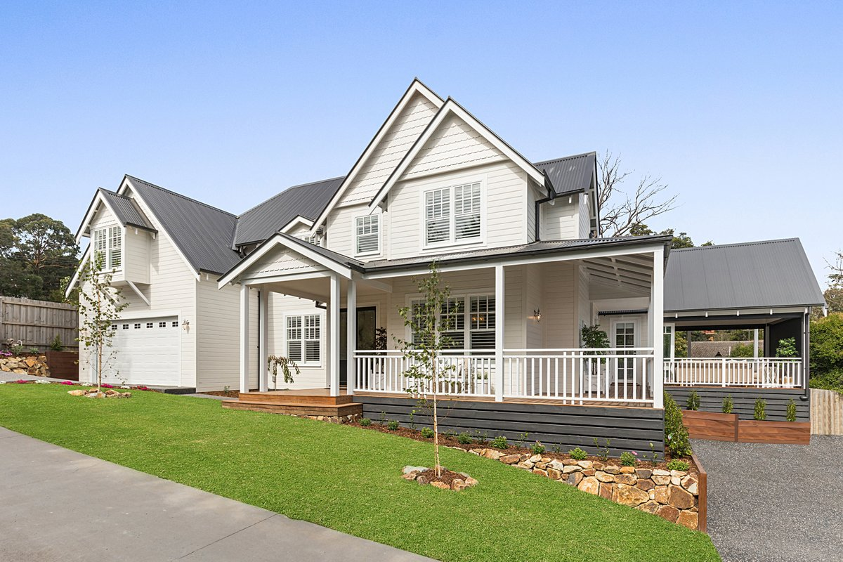 Stunning Hamptons style custom-built home located in Croydon, photographed by Chris from Top Snap South East Melbourne. . #topsnap #photography #realestate #realestatephotography #marketing #facade #hamptons #homedesign #customhome #croydon #melbourne #vic https://t.co/IGwOZBQuP0