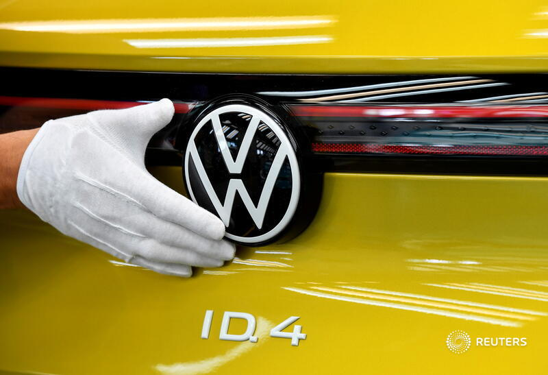 Tesla and Volkswagen shares have leapt as they steal a lead in the battery vehicles market. Yet they will need to dominate the sector to live up to investors' hype. That looks unlikely. @CGAThompson writes: https://t.co/xLxFmHirbp https://t.co/4n8vuS6yKq