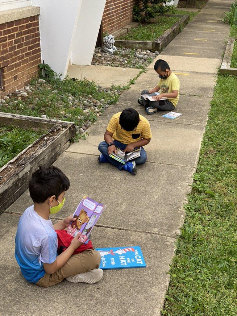اسکول کے آخری دن تک ہماری گنتی کا آغاز پڑھنے کے باہر دن سے ہوتا ہے !! ہمیں پڑھنا پسند ہے !! KWBStansel #kwbpride https://t.co/uGd8Z6a1P7