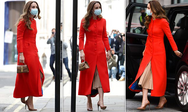 Kate Middleton stuns in a scarlet Eponine coat as she arrives at the National Portait Gallery Photo