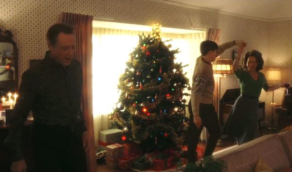 DIE HARD is holly-jolly.  EYES WIDE SHUT is like visual Jack Frost, nipping at my nose.  But the best Christmas movie? Obviously it's CATCH ME IF YOU CAN (2002).  #FilmTwitter #Christmas #ChristmasMovies #movies #film #films #movie #cinephile #cinephiledogpile #diehard #xmas https://t.co/RiYFa71i7T