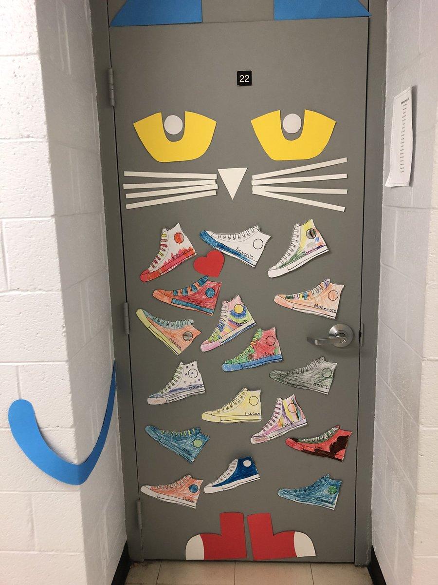 More great doors!!!!❤️🌈📚#weloveourschool https://t.co/hYoqptM4Rl