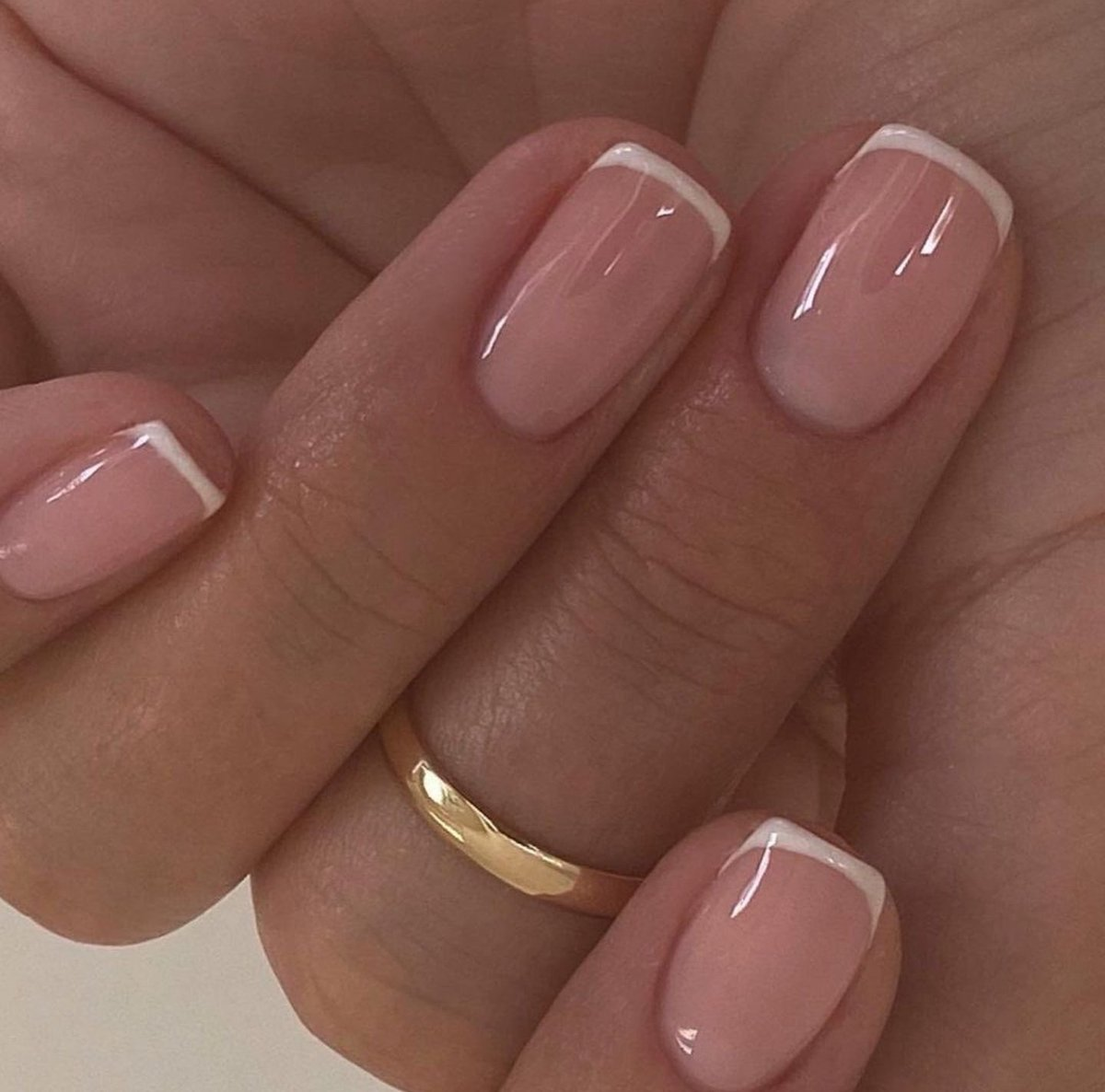 French Manicure 💅 #queensway #manicurelondon #manicure #gelmani #shellacnails #londonbeauty #bayswater #nails https://t.co/uTs49ftqAc