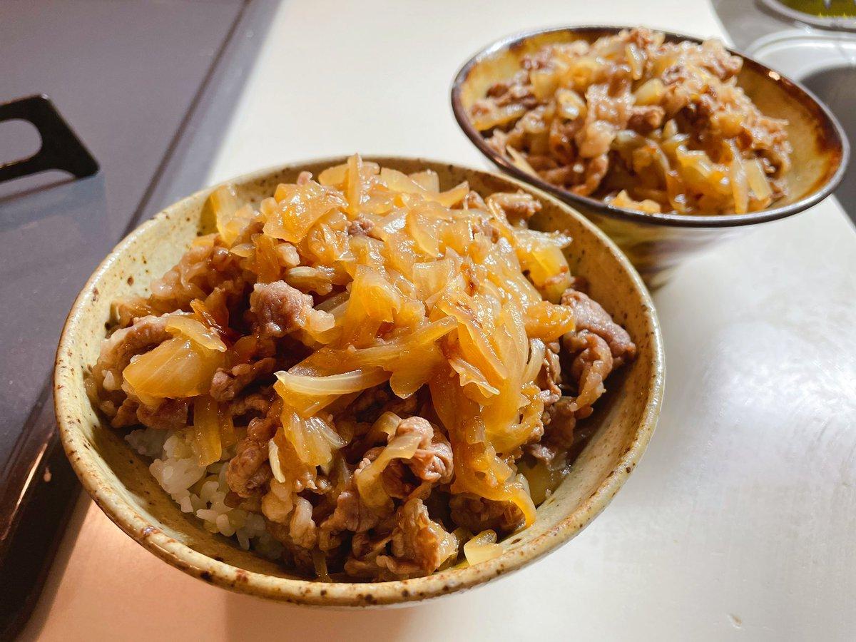 玉ねぎたっぷりで美味しそう!絶品牛丼レシピ!