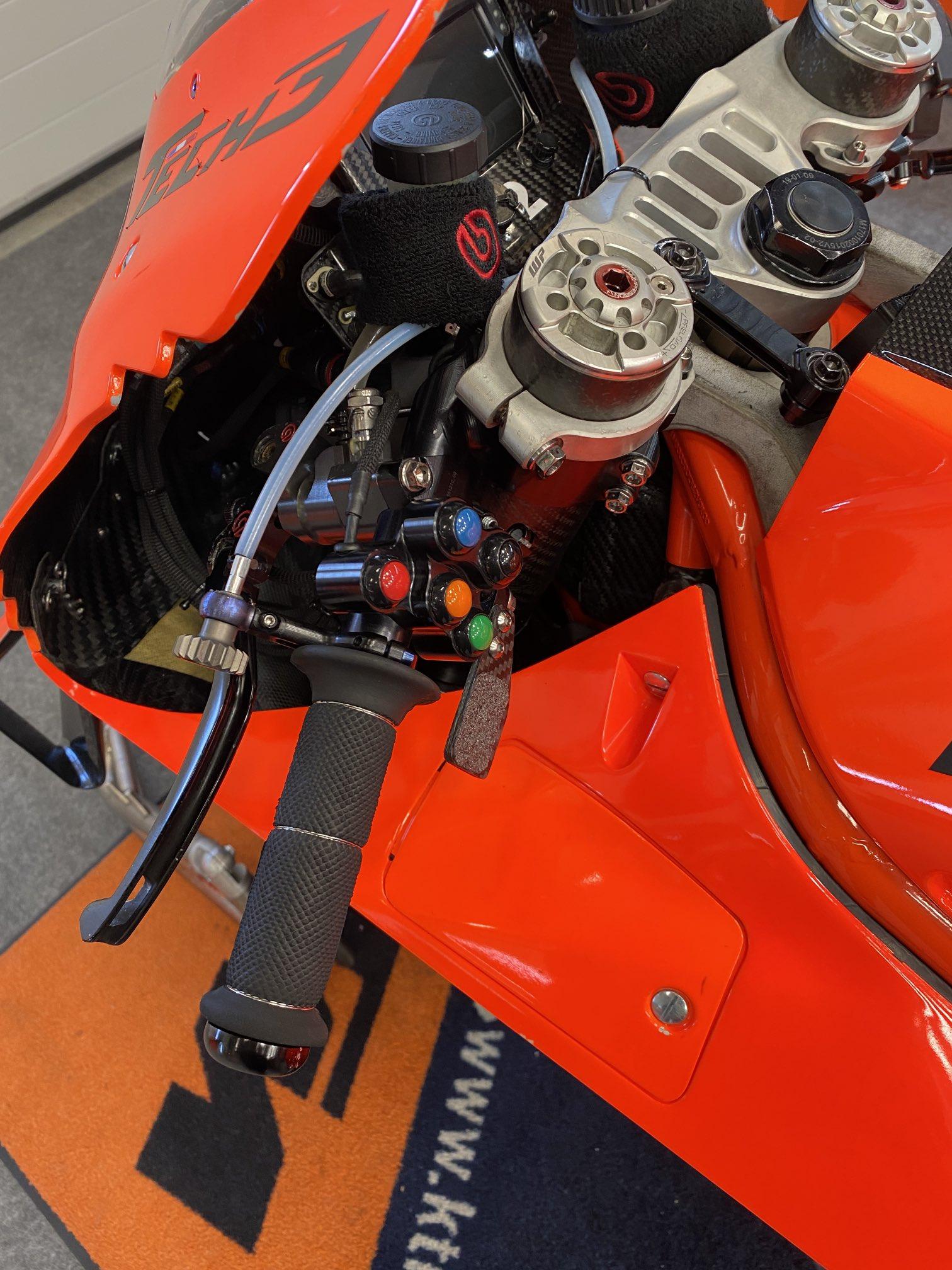 Moto GP 2021 - Page 16 E12pq8QXoAc8GJz?format=jpg&name=large
