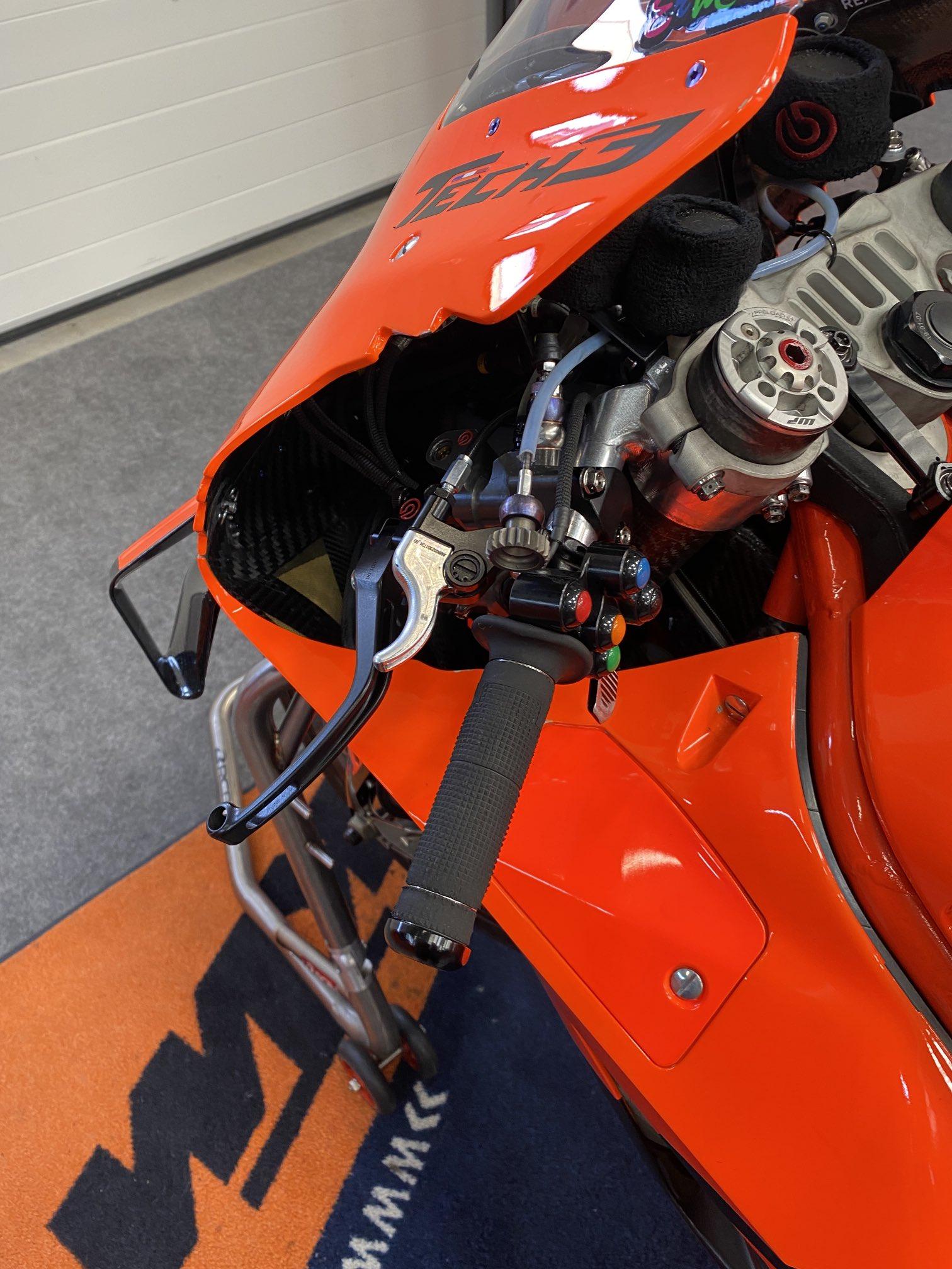 Moto GP 2021 - Page 16 E12pqjxXIAA1-O2?format=jpg&name=large
