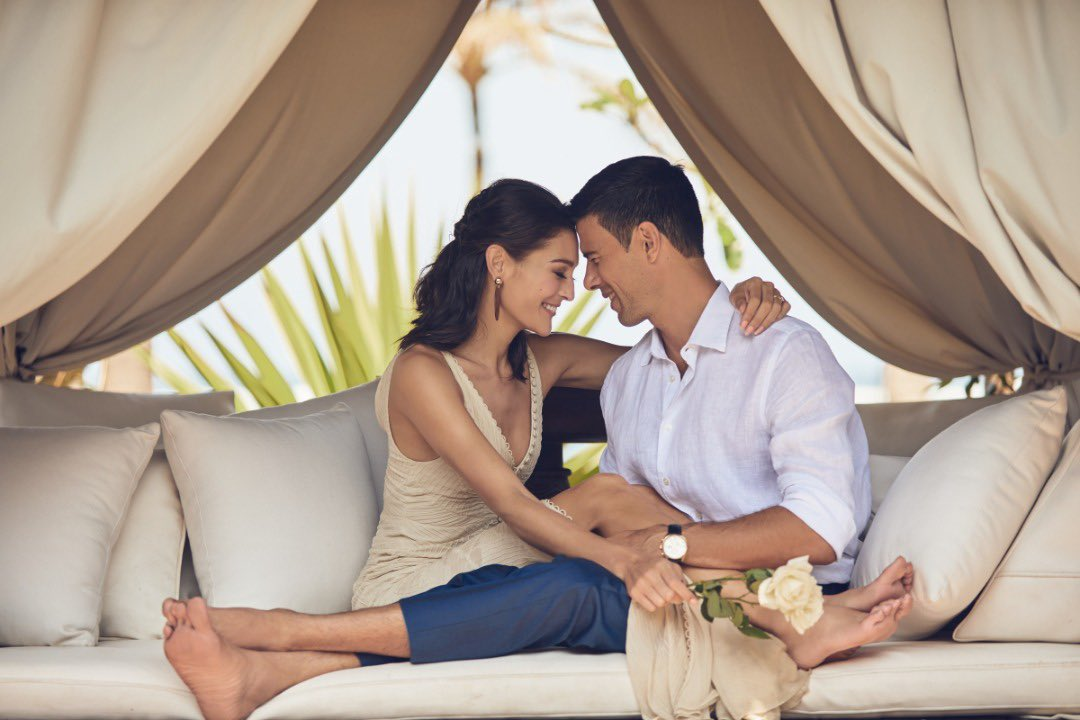 marriott dating politică