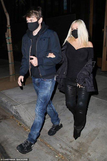 Christina Aguilera >> preparando nuevo álbum - Página 16 E158LMgX0AIbUfl?format=jpg&name=small