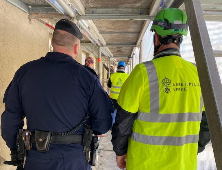 Stora problem med farlig arbetsmiljö och olaglig arbetskraft på byggen https://t.co/lSRtRS74eP https://t.co/M0ZDif0iP8