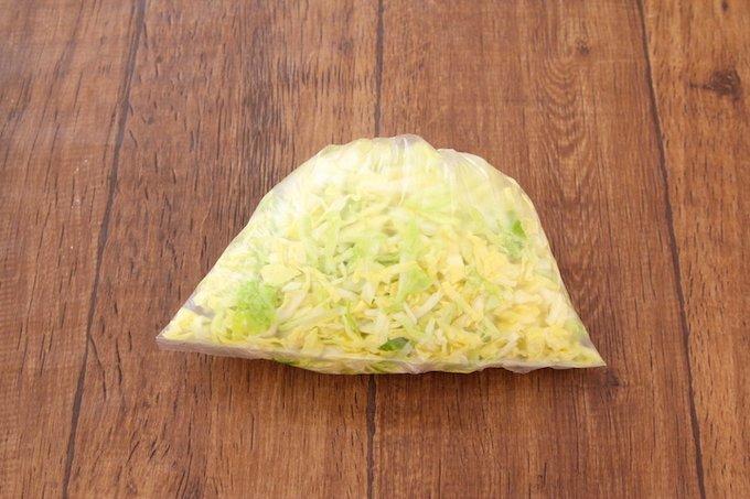 たっぷり入ったキャベツが美味しそう!たくさんのキャベツを消費したいときにおすすめのサンドイッチレシピ!