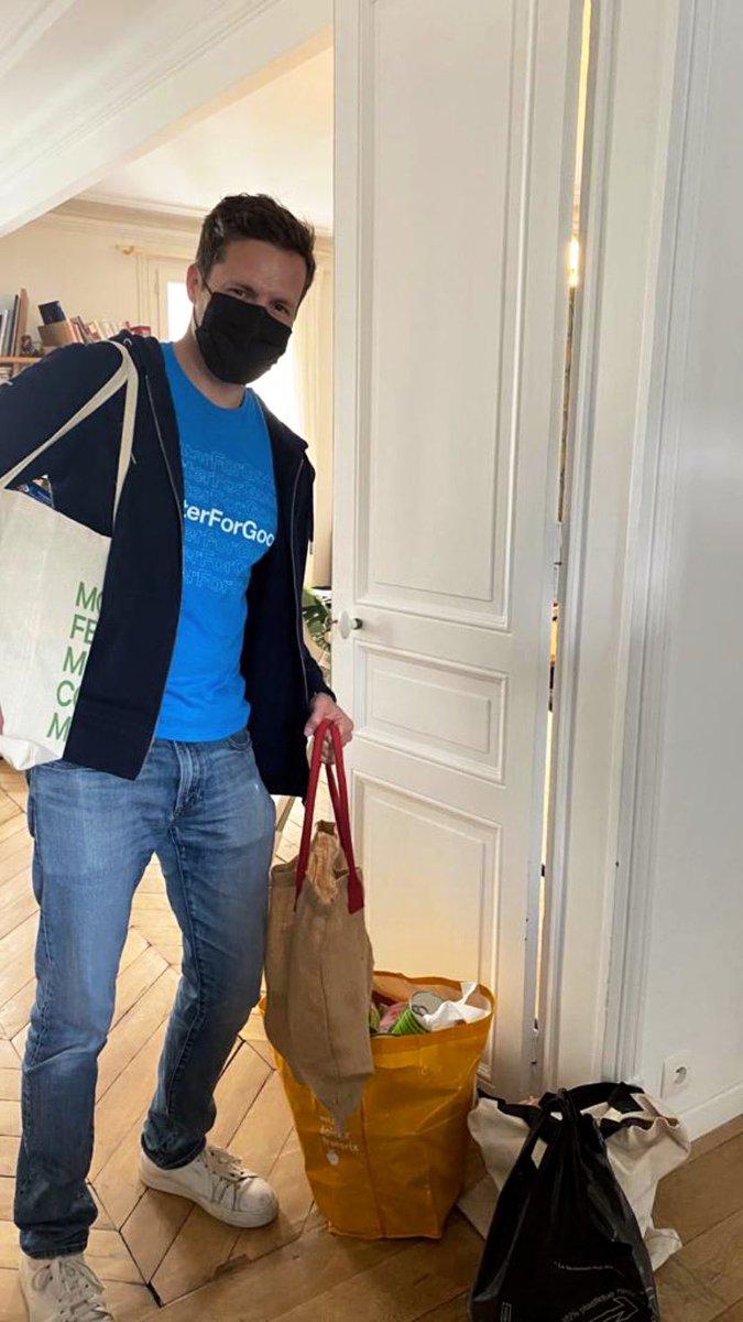 Aujourd'hui, nos équipes s'engagent auprès de l'association @StudHelp_ pour la journée de solidarité #TwitterForGood   StudHelp met en relation étudiants en précarité alimentaire et donateurs pour des dons alimentaires sur toute la France   Collecte lancée🥫🍫💚 https://t.co/G3OdAwj1rP