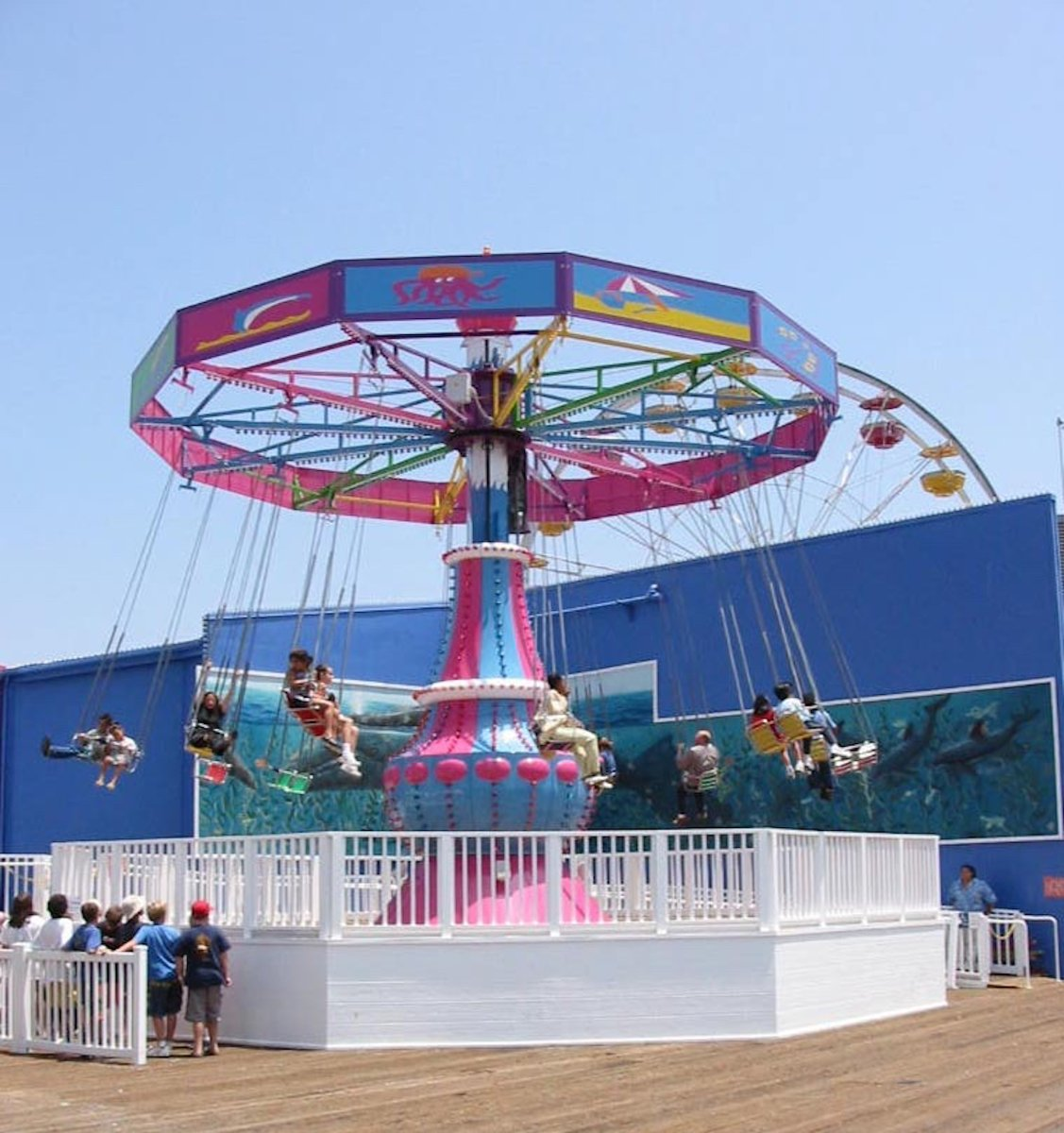 Counting down to our 25th anniversary, 2001 - In a nod to the Santa Monica Pier's storied history as a pleasure pier, Pacific Park introduced The La Monica Swing ride – reminiscent of the family swing ride on the Pier in the early 1930s. https://t.co/Kbeao52wX9 https://t.co/gKTV0W6q8y