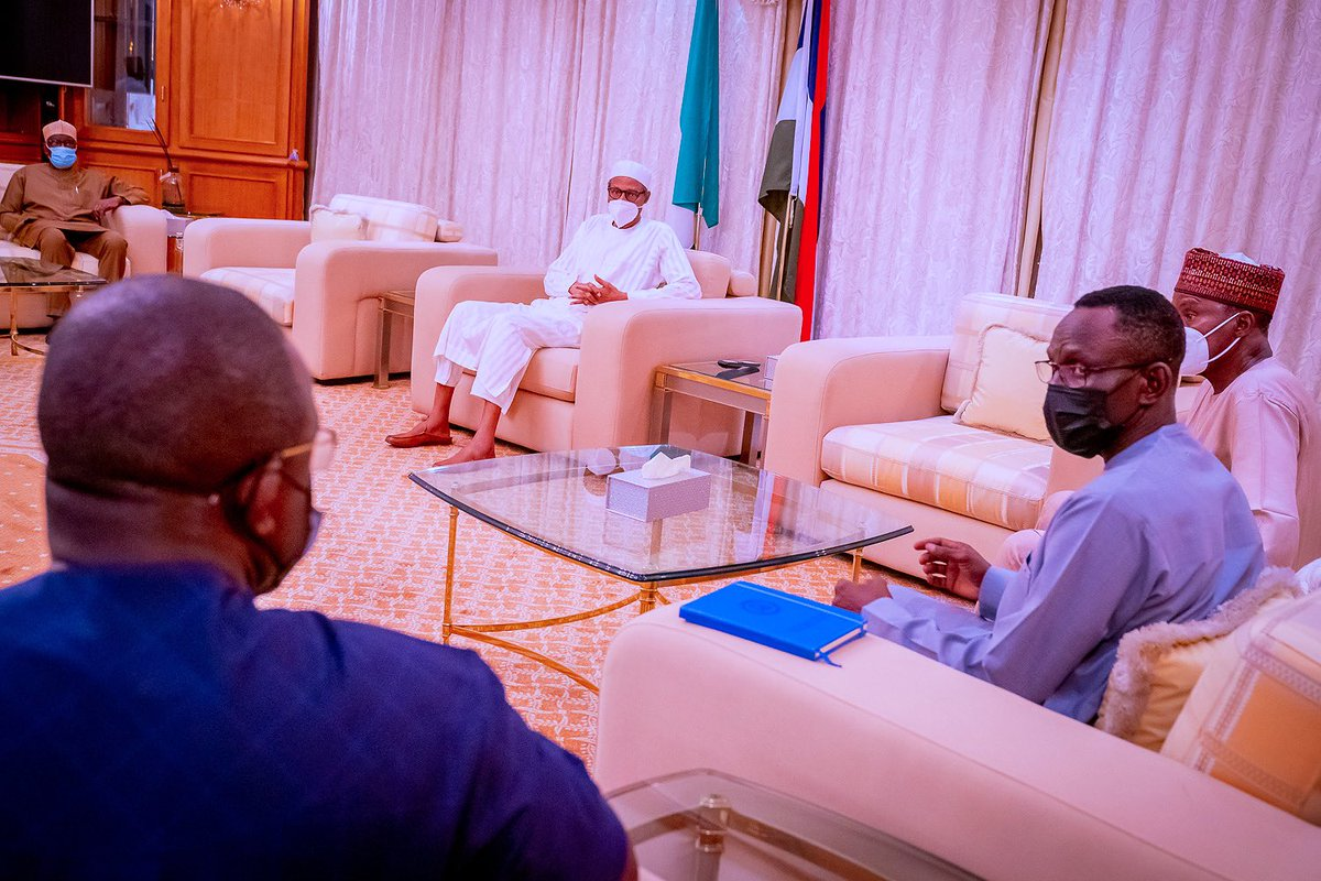 Tonight: At the State House, President @MBuhari receives a briefing from Defence Minister, Chief of Defence Staff (CDS) and other security chiefs on the tragic plane crash which led to the death of the Chief of @HQNigerianArmy Staff, Lt. Gen. Ibrahim Attahiru, and others.