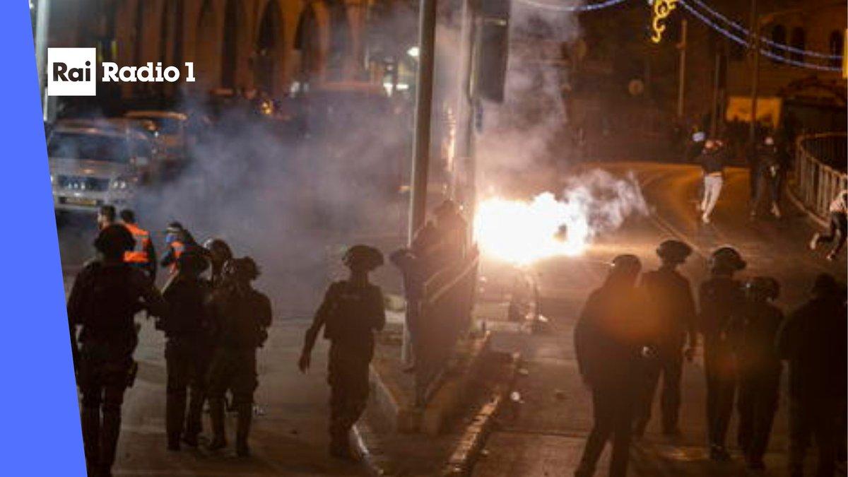 """🔵#Gerusalemme Secondo #MezzalunaRossa il numero dei feriti negli scontri tra i manifestanti palestinesi è salito a 215. L'Autoritá Nazionale Palestinese parla di """"Aggressione Criminale"""" https://t.co/ohm7ervKyT"""