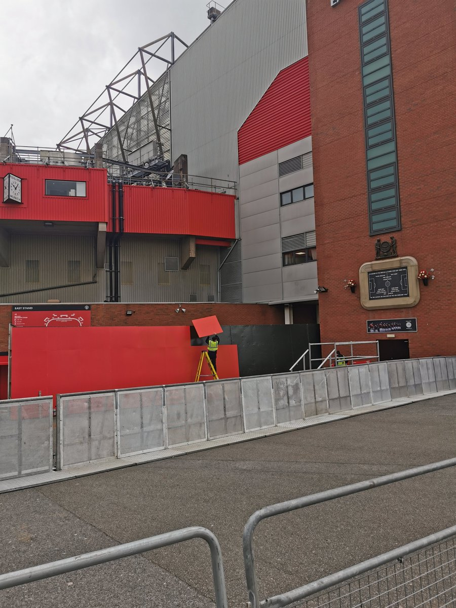 "What Joel Glazer says: ""We recognise our responsibility to live up to the great traditions and values of the club"".  What Joel Glazer means: ""Put some massive anti-fan fences up to stop the oiks, but throw some red cladding over them"". https://t.co/mHVRTj0ekW"