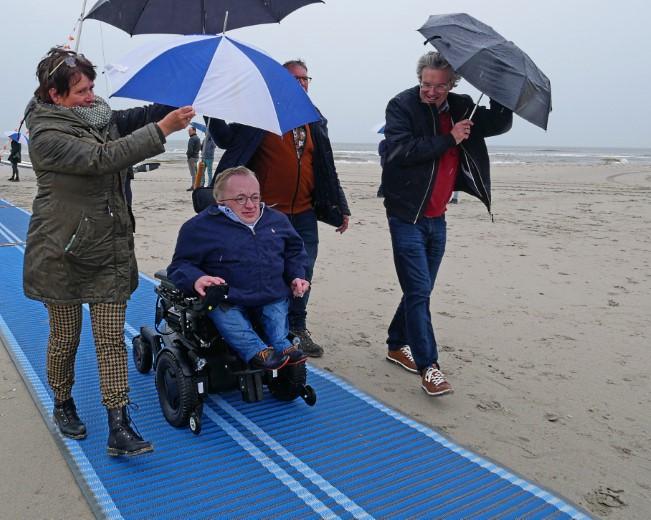 Stichting Avavieren neemt oprolbare strandmatten in gebruik https://t.co/VA7TVnvJM5 https://t.co/0UnGe6auB8