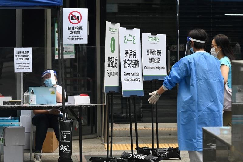 More than 2,300 residents back home after quarantine rule eased in Hong Kong. #HongKong #covid19  For full story: https://t.co/lp7pp6pDvT https://t.co/67xCEBi27U