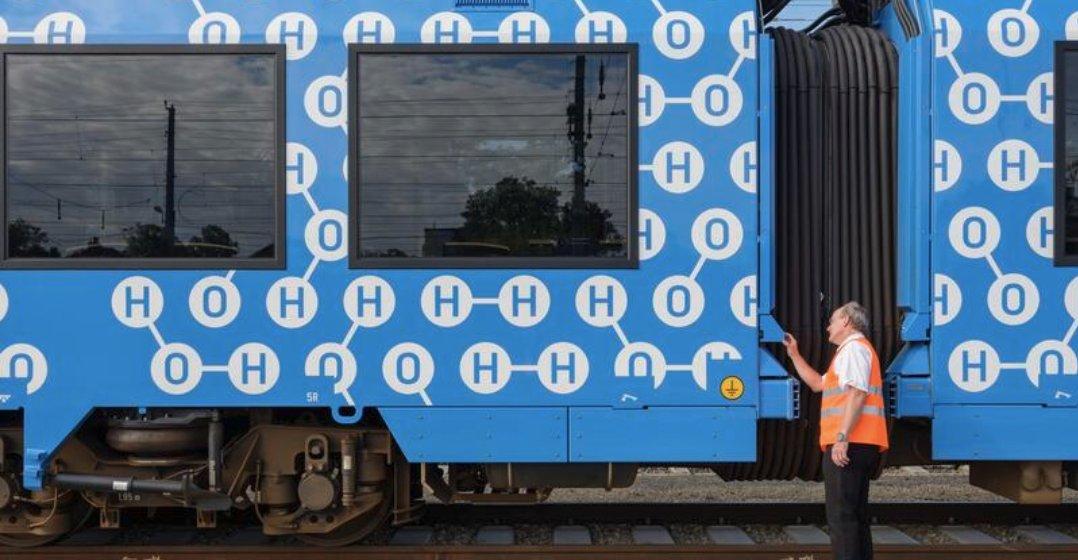 Arrêter le moteur thermique ? Un enjeu dans les prochaines décennies ♻️ Les objectifs climatiques fixés pour chaque pays nous obligent à repenser notre mobilité pour la rendre plus verte. Explications 👉   #GreenMobility #Greenfielduniversity #Train