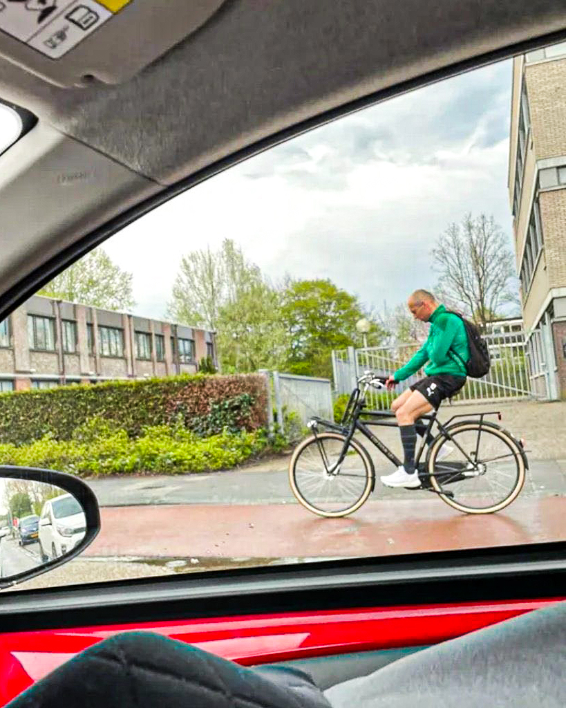 Arjen Robben (30 career trophies) cycling home after winning 4-0 and grabbing a couple of assists with FC Gronigen.  Legend 🚴‍♂️   (via @RonvanderWeerd) https://t.co/95OYfUMZKC