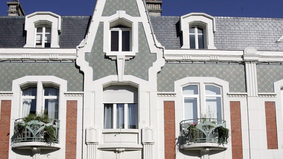 ️Vous souhaitez restaurer votre façade, fenêtres et portes, mais avez-vous bien pris en compte la #TypologieArchitecturale ?Cette typologie permet l'harmonisation des #constructions dont les couleurs faisant parties de leur #identitéℹ️ Plus d'infosbit.ly/typoarchitectu… https://t.co/ZTTGtxYxRh