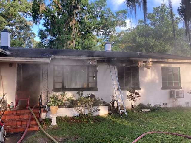 A home fire can be a devastating setback for a family, particularly during a pandemic where nothing -- especially not safety -- is taken for granted. Thank you @LakelandFD for connecting us with these neighbors for relief and recovery assistance. #EndHomeFires
