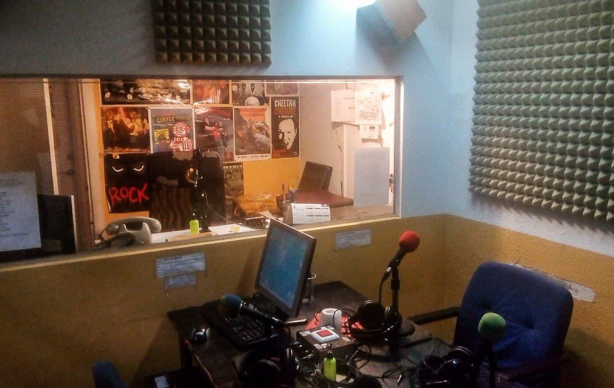 🌈¡¡Muchas felicidades a @agorasolradio y aguanten las #RadiosLibres!!🌈  Grandes como siempre los caninos, dibujando el mapa de la trayectoria que llevamos y planteando las batallas presentes y futuras que vienen.   🎙️Echad una oreja al podcast, pronto en nuestra parrilla tb👇👇