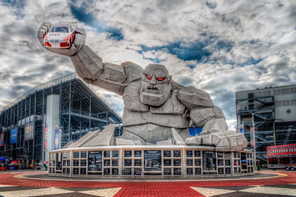 So who wants to go to @MonsterMile this weekend??? We got you and a friend covered for the weekend....just retweet this post make sure you are following us and @MonsterMile and our friends at Dover will pick a winner tomorrow afternoon https://t.co/bi0DkCf50S