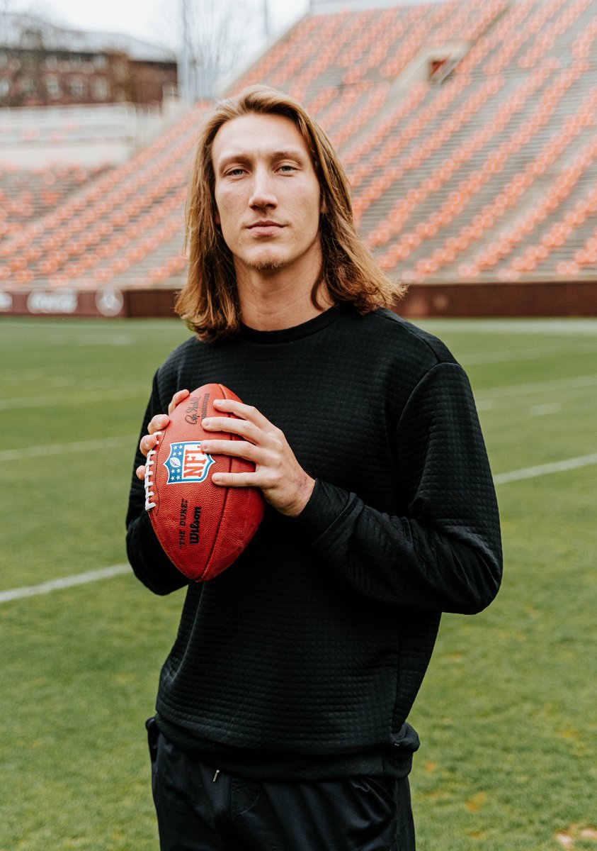 I've written countless captions featuring No. 16, but this post has sat in my drafts since Pro Day because it's hard to find the words.  I'll keep it short... The best is yet to come for @Trevorlawrencee. Thanks for letting us document the journey.  @Jaguars enjoy! 🧡 https://t.co/N2nPiuLPGY