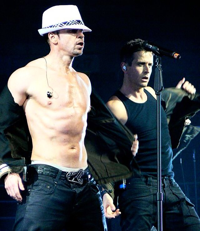 #MACATTACK Anyone else craving some #MacNCheese for their afternoon snack? 🤤 - T #TwoferTuesday #JoeyMcIntyre #JoeMcIntyre #DonnieWahlberg #NKOTB