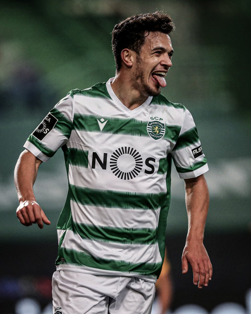 Sporting Lisbon win their first league title in 19 years! 🏆🇵🇹  They haven't lost a game all season and have only conceded 15 goals.  All without Bruno Fernandes. https://t.co/XQcCKtLbCh