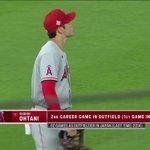 もはや三刀流?大谷翔平選手ピッチャー交代後に野手として守備に付く!