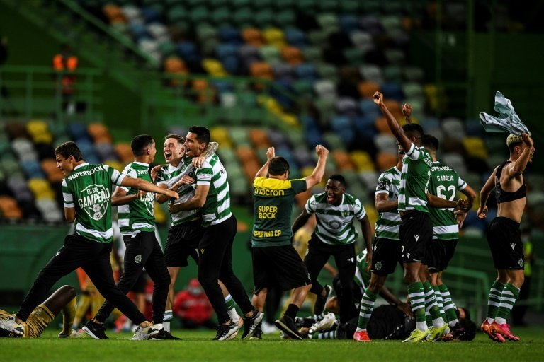 Sporting CP - Champions 2020/21 🟢🦁   https://t.co/UtjMKn0Mea