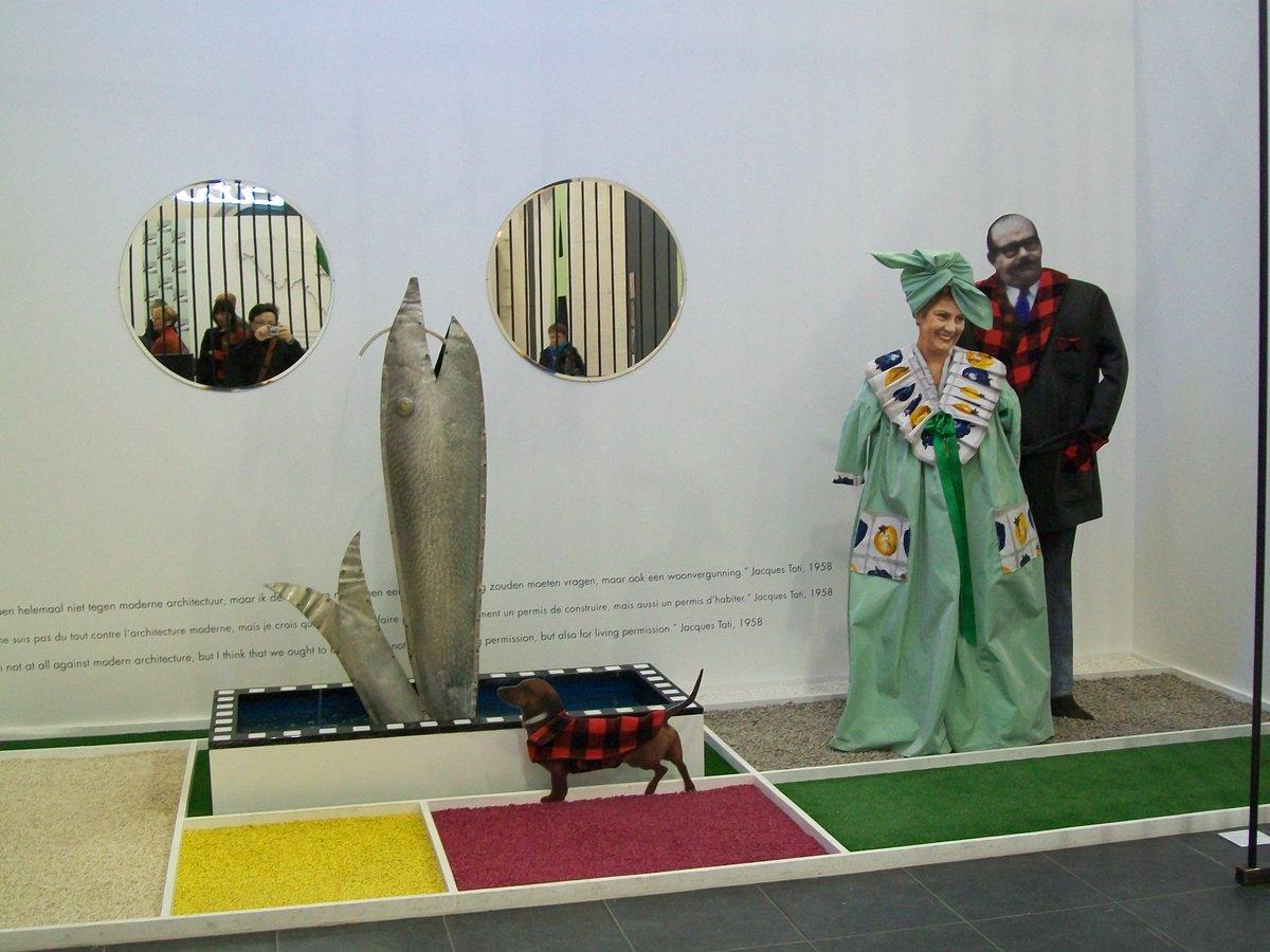 Exposició Jacques Tati: Deux temps, trois mouvements. Madame et Monsieur Arpel. Mon Oncle, 1958 #Arpel #JacquesTati https://t.co/ON6bCSEt3W