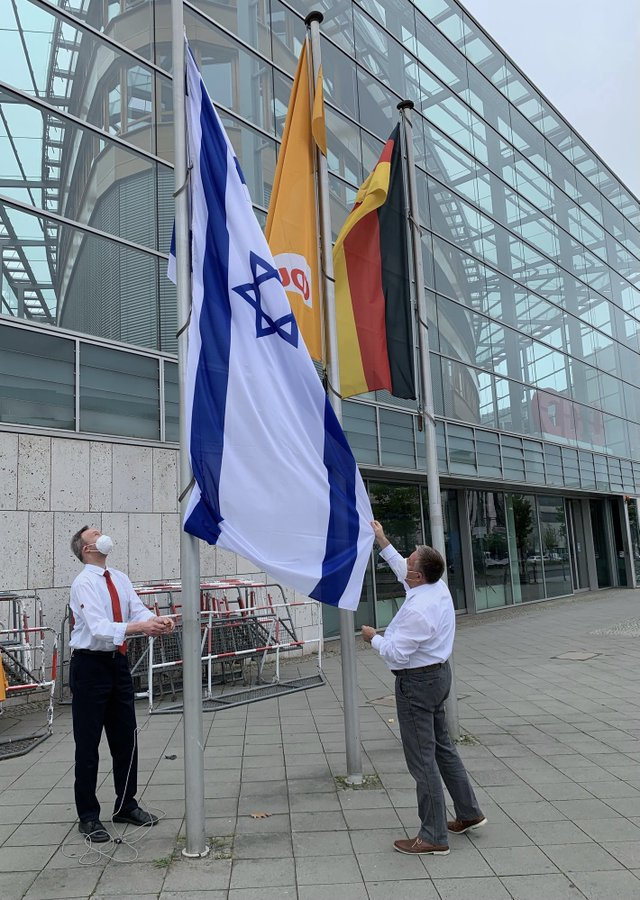 Germany's ruling conservatives have hoisted the Israeli flag outside party HQ in Berlin, to mark their solidarity with the country over the latest conflagration. https://t.co/WqKyBMchu9