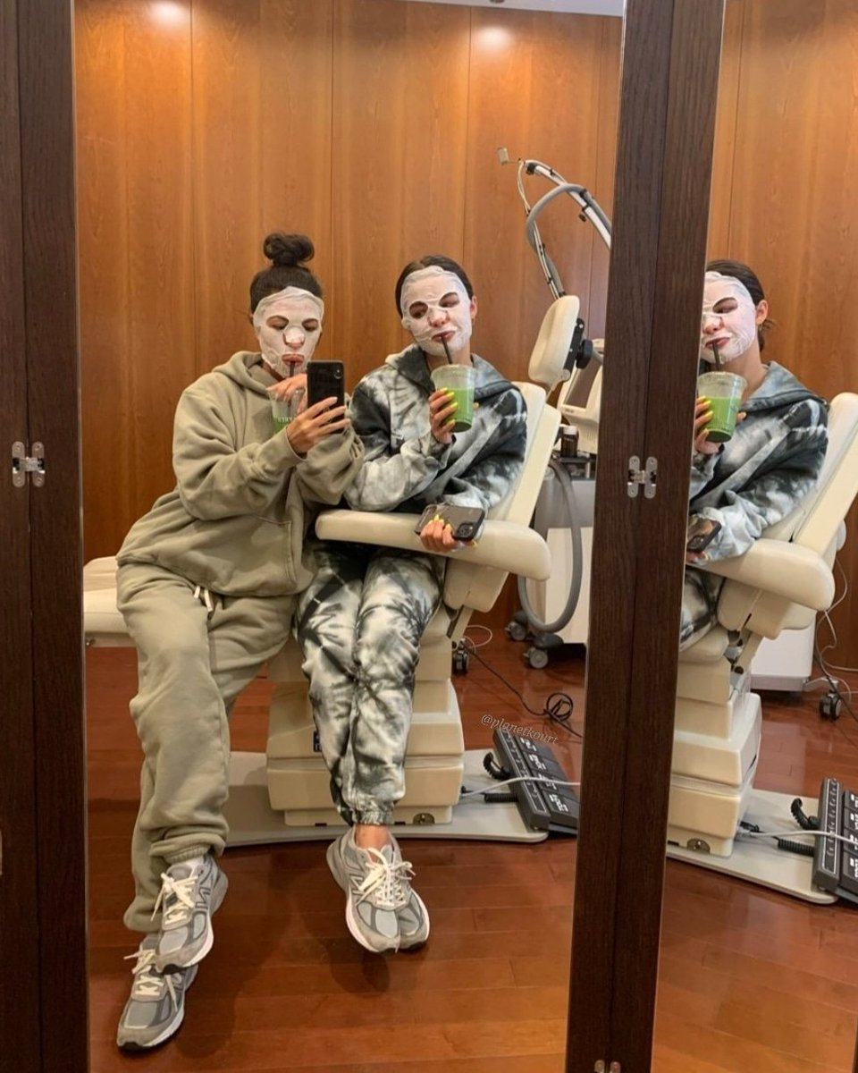 Skin care ✨ @kourtneykardash @whoisaddison https://t.co/tnVLq5FTaC