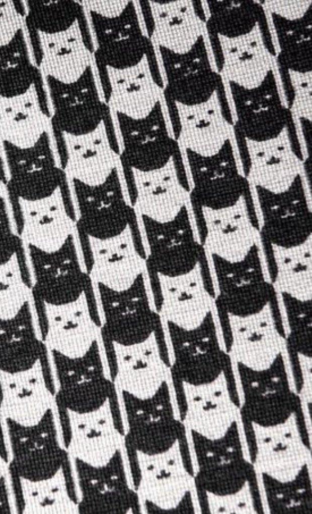 このスタイリッシュなストレッチパンツ、千鳥柄かと思ったら猫だった!