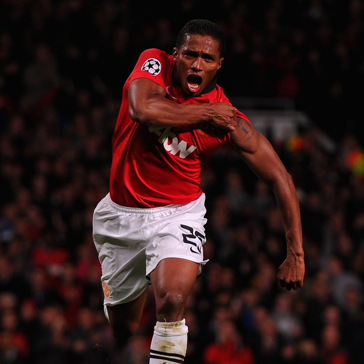 A special farewell to our former captain, @Anto_V25, who has called time on his playing career today.  Thank you for everything during your time at United and best of luck for your next chapter, Antonio ❤️  #MUFC https://t.co/hZeJm3t755 https://t.co/VzfOjGuo5y