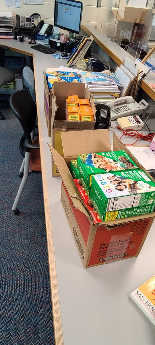 Thank you to the Girl Scouts of America for the cookies for the staff!!! <a target='_blank' href='http://twitter.com/longbranch_es'>@longbranch_es</a> <a target='_blank' href='http://twitter.com/girlscouts'>@girlscouts</a> We feel appreciated! <a target='_blank' href='https://t.co/ZuIQ6LdjYX'>https://t.co/ZuIQ6LdjYX</a>