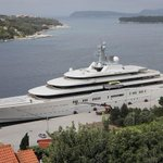Image for the Tweet beginning: Abramovich's luxury yacht arrives in
