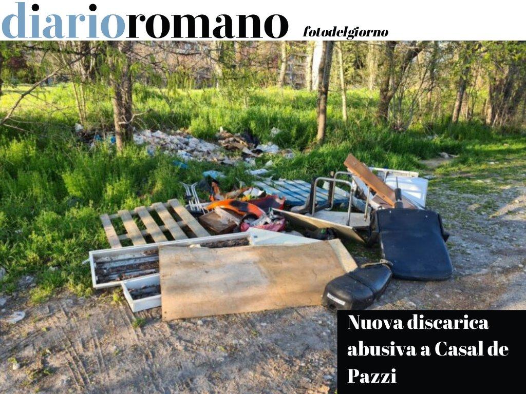 test Twitter Media - Accanto al mercato di Casal de' Pazzi sono comparsi nuovi rifiuti abbandonati. Ad aprile avevamo già segnalato un'altra discarica illegale a pochi metri. #Roma #fotodelgiorno https://t.co/zLgwXtCk8L