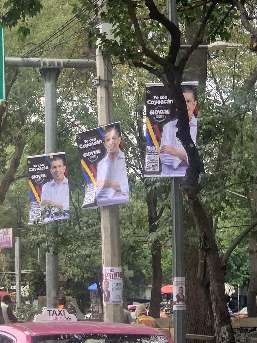 """@giogutierrezag que harán con los centenares de innecesaria publicidad que """"decoran"""" eje 10? Hay por lo menos tres por metro lineal. #coyoacan #MedioAmbiente #cdmx #publicidadpolitica #avuniversidad #Elecciones4M #elecciones2021Ec"""