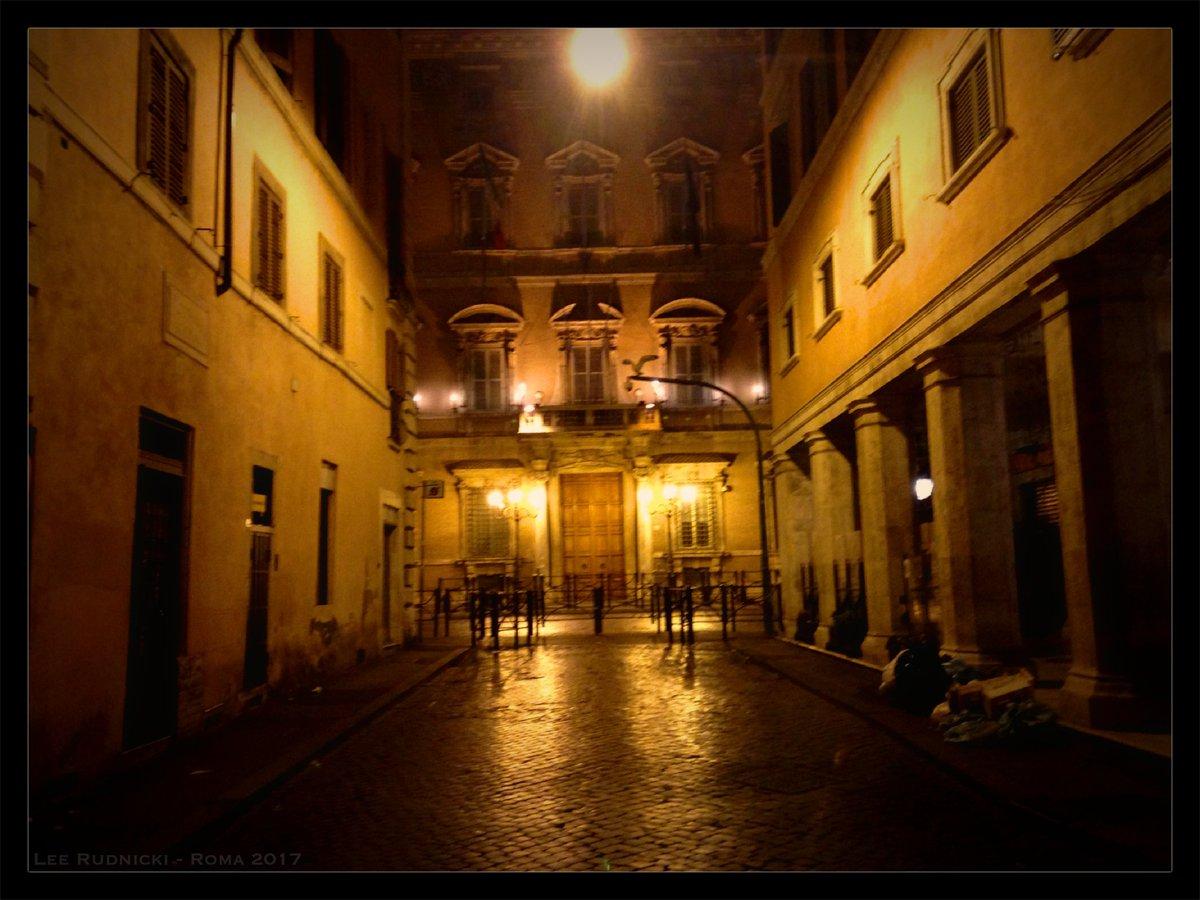 Golden Roma 7 #leerudnicki #photography #rome #roma #italy #italia #travel #ig #art #love  #picoftheday #igersroma #instagood #romeitaly #photooftheday #travelphotography #lazio #europe #igersitalia #paris #like #visitrome #instagram #history #photo #follow #travelgram #bhfyp https://t.co/KPKaWgwnvD