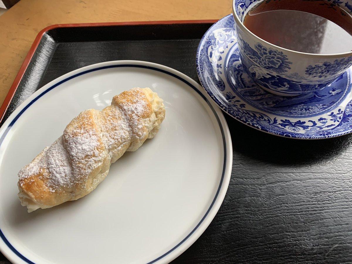 test ツイッターメディア - @komorebi_tea_2  コロネパイ 冷凍パイシートで簡単に! 絞り袋が無くて、適当 真ん中クリーム入ってないかも😆 被り付きます❣️  #木漏れ日のお茶会華  メンバー参加希望します! https://t.co/aukniDAVGy